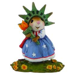 Girl mouse dressed as Statue of Liberty