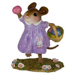 Girl mouse finds an Easter egg